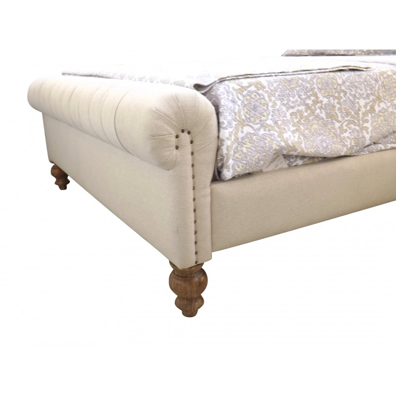 European Design Chesterfield Upholstered Bed In Queen Size